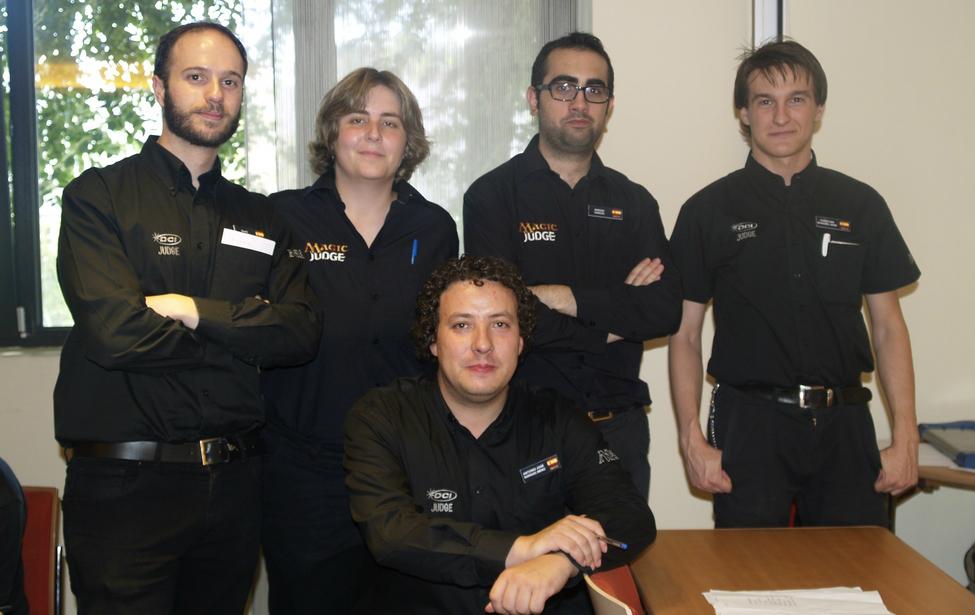 De izquierda a derecha: David García (Árbitro de Sala), Sandra Regalado (Árbitro de Sala), Antonio José Rodríguez (Árbitro de sala), Sergio García (Árbitro Principal), Christian Busquiel (Árbitro de sala)